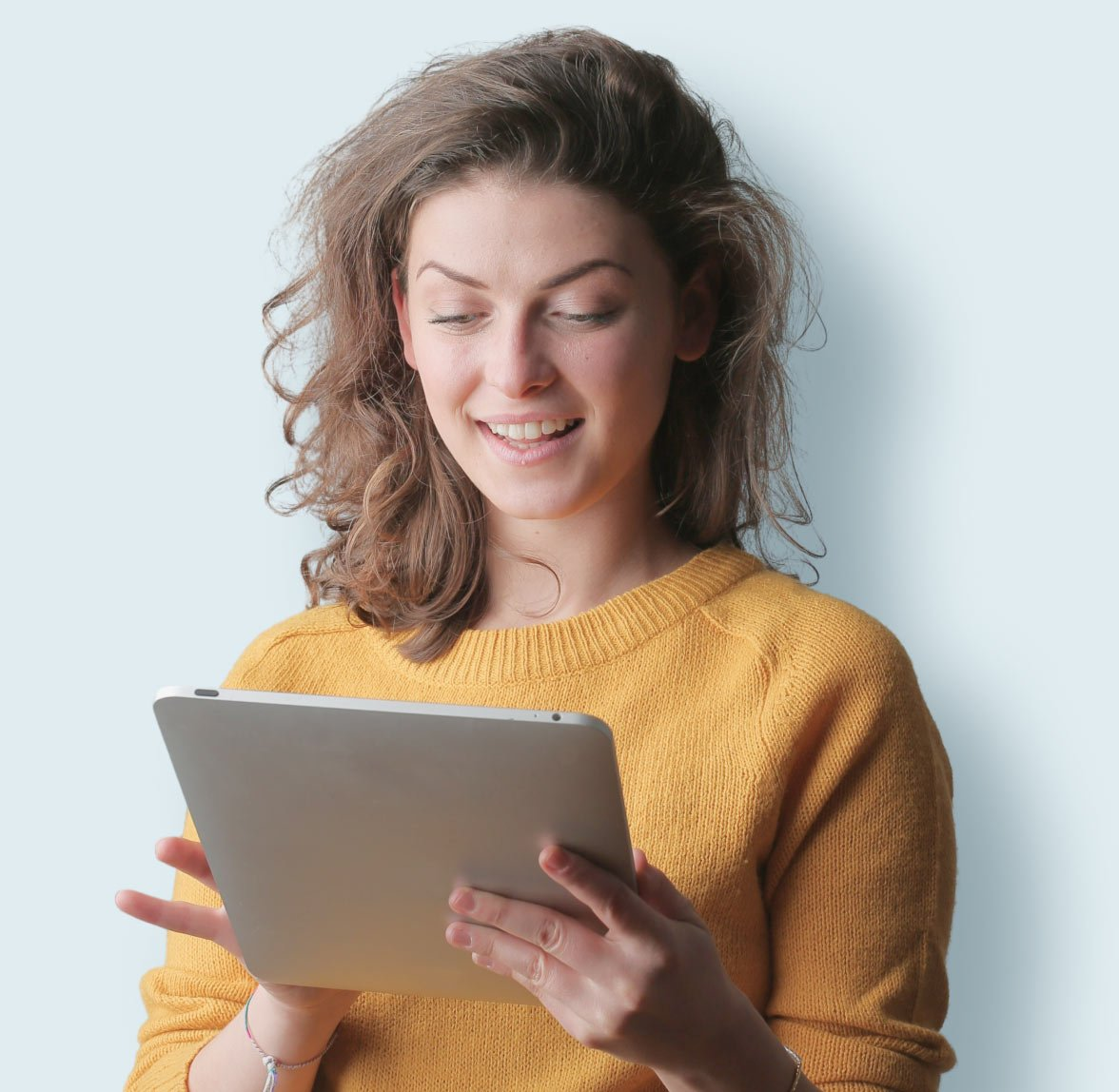Woman pay on tablet
